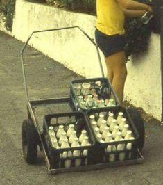 Kiwi milk delivery back in the day-back when most people were honest! New Zealand Food, New Zealand Houses, Retro Cafe, Kiwiana, All Things New, The Beautiful Country, My Childhood Memories, Back In The Day, Nostalgia