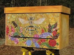 Natural Beekeeping Horizontal Hives Do-It-Yourself Plans for lots of types of hives Bee Hives Boxes, Bee Boxes, Hives And Honey, Honey Bees, Top Bar Hive, Bee Hive Plans, Bee Painting, Raising Bees, I Love Bees