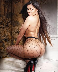 Former Miss BumBum and Playboy model, Suzy Cortex has sent the internet into hyperspace after uploading a series of cheeky pictures in pr. Suzy, Beautiful Latina, Most Beautiful Women, Neymar, South American Girls, Brazil Women, Beautiful Brown Eyes, Sexy Girl, Poses