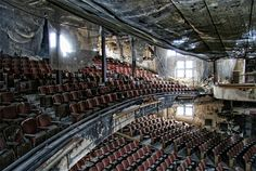 Urban decay photography: the haunting beauty of abandoned theaters - Abandoned Beauty - Hobby Old Buildings, Abandoned Buildings, Abandoned Places, Urban Decay Photography, Beauty Photography, Theater, Church Building, Haunted Places, Urban Exploration