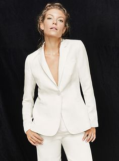 Exclusively from Contemporaine     Elegant natural linen-lyocell weave in a lightweight, breathable and comfortable design ideal for summer   Single-button fitted style   Open-notch lapel   Three slit pockets at the front   Built-in fine silky lining   Matching items also available    The model is wearing size 4