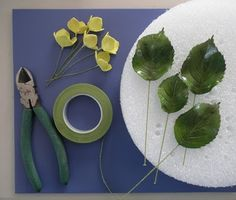 HYDRANGEA TUTORIAL PART THREE by Petalsweet Cakes -- the leaves and how to arrange them