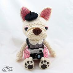Amigurumi Frenchie Photographer | I made this custom French Bulldog with request as a gift for a photographer.