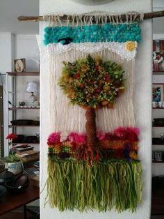 Telar decorativo, nuevos, de lanas naturales de Chiloe, hechos a mano y con cariño, diversos colores y diseños. Tienda establecida, negocio ubicado en Lira N° 1790 esquina Ñuble, wasap + 56089268209 - +56998130360, abierto lunes a viernes de 10:30 a ... Weaving Art, Tapestry Weaving, Loom Weaving, Crafts To Sell, Diy And Crafts, Arts And Crafts, Tear, Basket Weaving, Textile Art