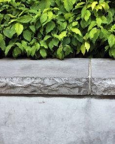 Jubilee Park Belgium limestone wall detail  #landscape #landscapearchitecture #publicspace #garden #gardendesign #planters #gardendesigner #waterfeature #stone #limestone #canarywharf #london #park #jubileepark #paisagismo #paisaje by landscape.observer