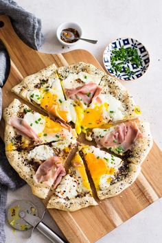 Everything Bagel Breakfast Pizza - Sarcastic Cooking #bagels #everythingbagel #breakfastideas #pizzadough