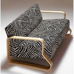 Wouldn't mind crashing on this couch. Architectural and comfortable. Artek Alvar Aalto 544 - Sofa