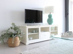 Mueble bajo para el televisor Rack Tv, Condo Design, House By The Sea, Tv Cabinets, Inspired Homes, New Homes, Inspiration, Furniture, Home Decor
