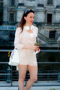 Fashion Blog Berlin - Modebloggerin in Berlin - MBFW Fashionweek - Cocktailstunde an der Spree - Berliner Dom und Sonnenuntergang - Jumpsuit mit Louboutin High Heels