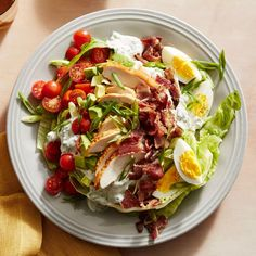 iceberg slab cobb salad - ice berg lettuce, greek yogurt, bacon, chives, parsley, dill, garlic, apple cider vinegar, rotisserie chicken, cherry tomatoes, avocado, scallions, eggs Salad Recipes Healthy Lunch, Salad Recipes Video, Salad Recipes For Dinner, Diet Recipes, Meal Salads, Dinner Salads, Healthy Food, Bacon Salad, Avocado Salad