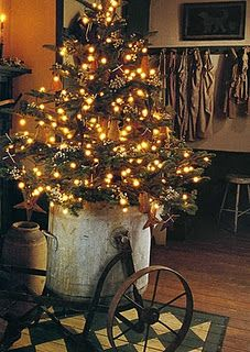 Primitive Christmas Decorating Ideas Awesome Good Ideas for Primitive Christmas Tree Decorating Happy Halloween Day Primitive Christmas Decorating, Primitive Christmas Tree, Noel Christmas, Country Christmas, Winter Christmas, Primitive Decor, Primitive Country, Industrial Christmas Decorations, Cottage Christmas