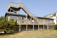 The Duck Walk Kill Devil Hills (North Carolina) Set in Kill Devil Hills, this apartment is 9 km from Nags Head. Guests benefit from patio.  There is a seating area, a dining area and a kitchen as well as a private bathroom. A TV is offered.