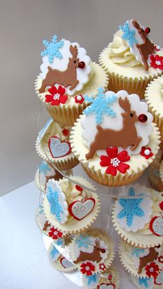 Reindeer Cupcakes - These are so pretty. Love the colors and design.