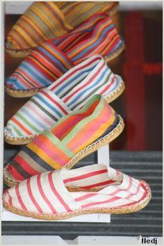 Love the stripes of espadrilles j'adore depuis toujours les espadrilles ! Shoe Boots, Shoes Sandals, Flats, Shoe Bag, Mode Lookbook, Mode Shoes, Seaside Style, Summer Shoes, Me Too Shoes