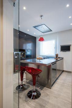 Una #cocina #Arclinea en el modelo #Gamma acabado acero inoxidable y laca brillo grafito. Uno de nuestros últimos proyectos en Arclinea Barcelona. #kitchen #design