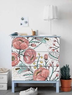 MALM Kommode Ikea Vintage Gartenaufkleber PACK 3 Blumen Blumen Abdeckung Repositionable Ikea Möbel Peel and Stick Dekor # Ikea Furniture Hacks, Ikea Hacks, Home Furniture, Garden Furniture, Ikea Furniture Makeover, Furniture Stores, Furniture Ideas, Paint Ikea Furniture, Wallpaper On Furniture