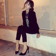 band tee.blazer.heels.
