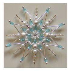 Korálková hvězda nebeská Délka cca 8,5 cm. Hvězdičku je možno zavěsit nebo položit. Hodí se pro sváteční výzdobu Vašeho bytu nebo může posloužit i jako malý originální dáreček. V nabídce různé barevné kombinace.