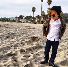 Alonso Mateo, meet the five-year-old boy in Dior, Tom Ford and Gucci in high fashion selfies. As much as I like the style, this is too much for a old. I hope this is just for one time fun. Kids Fashion Blog, Baby Boy Fashion, Look Fashion, High Fashion, Fashion Children, Young Fashion, Fall Fashion, Cute Outfits For Kids, Baby Boy Outfits