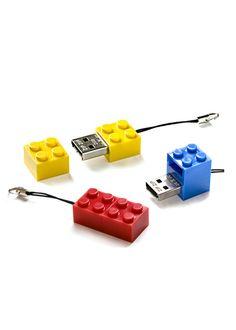 Clé USB Forme Légo  www.com-municate.fr