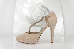 #zapato #salon #plataforma #tacones #beige #hebilla #detalles #fashion #shoes #zapatos #oinetakoak #sabates #scarpe #schuhe #chaussures #madrid #madeinspain BUY//COMPRAR: http://www.jorgelarranaga.com/es/home/497-1011.html