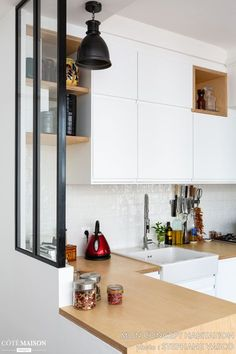 A couple apartment renovated with brilliance!, My Concept Habitation - Côté M . Diy Kitchen Decor, Rustic Kitchen, Kitchen White, Design Scandinavian, Küchen Design, Porte Design, Kitchen Tiles, Home Renovation, Architecture Renovation