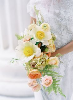Bright spring wedding bouquet | Photography: Carrie King