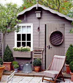 10 spectacular designs that will make you want to own a she-shed - Chic thuishuisje, dekkende beits in een grijze taupe kleur, met een lief wit raampje. Outdoor Buildings, Garden Buildings, Shed Interior, Small Sheds, Shed Colours, Paint Colours, Shed Homes, She Sheds, Grey Gardens