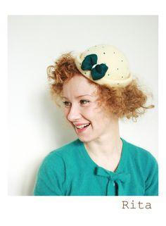 Rita. small hat. felt.