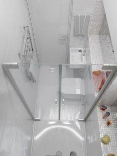 Tiny House Bathroom Design Inspirations - Page 22 of 35 Small Bathroom Layout, Small Bathroom With Shower, Loft Bathroom, Bathroom Plans, Tiny Bathrooms, Tiny House Bathroom, Bathroom Renovations, Bathroom Interior, Bathroom Design Inspiration