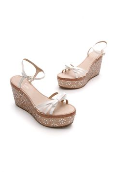 Walk right into spring with these Kate Spade white leather wedges with floral accents. . . . #katespade #wedges #heels #summerfashion #springfashion #datenight #shoes #summershoes