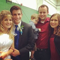 Josh and Anna Duggar attended the wedding of Erin Bates to Chad Paine. Love 19 kids and counting show. Josh and Anna Duggar have a daughter named Mckeynzie Duggar. Kelly Bates, Whitney Bates, Erin Paine, Duggar Family Blog, Duggar Wedding, Dugger Family, 19 Kids And Counting, Bates Family, Celebs