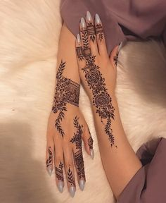 Here are some latest henna designs inspiration. Finger Henna Designs, Arabic Henna Designs, Mehndi Designs For Fingers, Best Mehndi Designs, Henna Designs Easy, Beautiful Henna Designs, Henna Tattoo Designs, Mehandi Designs, Tribal Henna Designs