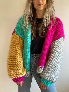 Knit Cardigan Pattern, Crochet Cardigan Pattern, Chunky Knit Cardigan, Sweater Knitting Patterns, Knit Patterns, Free Chunky Knitting Patterns, Pull Crochet, Chunky Crochet, How To Purl Knit