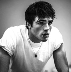 Can We Just Take a Moment to Drool Over Jacob Elordi, the Anti-Heartthrob From 'Euphoria'? - - He's sooo much more than lock-screen eye candy, you guys. Beautiful Boys, Pretty Boys, Cute Boys, Cute White Guys, Hot Guys, Sexy Guys, Kissing Booth, Fine Men, Leonardo Dicaprio