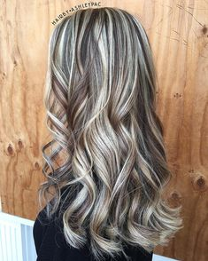 Strands of highs and warm lowlights 😍 Brown Hair With Blonde Highlights, Hair Color Highlights, Haircut And Color, Beauty Blender, Silver Hair, Fall Hair, Hair Dos, Gorgeous Hair, Balayage Hair