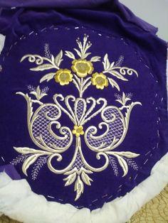 Kaftan, Brooch, Jewelry, Decor, Fashion, Jesus Drawings, Embroidery Ideas, Embroidery, Moda