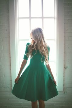 The perfect GREEN dress, but the site can't be found. So neither can the dress ;-(