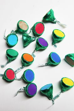 St. Patrick's Day DIY Edible Matching Game- all you need is green Hershey's Kisses, markers & round, white labels.