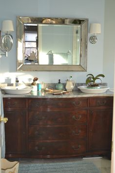 45 Admirable Furniture Makeover Ideas Makeup Old Furnitures - Trendecorist Reclaimed Wood Bathroom Vanity, Dresser Vanity Bathroom, Furniture Vanity, Bathroom Rug Sets, Bathroom Interior, Furniture Makeover, Small Bathroom, Bathroom Ideas, Vanity Redo