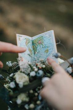 ungewähnlicher Brautstrauß mit Liliput Atlas passend zum Reisethema Floral Tie, Inspiration, Children, Host Gifts, House Plants, Christmas Time, Travel, Ideas, Floral Lace