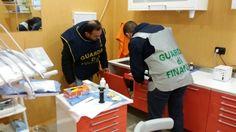 Si spacciavano per dentisti ma in realtà erano buttafuori. GUARDA VIDEO - http://www.vivicasagiove.it/notizie/si-spacciavano-per-dentisti-ma-in-realta-erano-buttafuori-guarda-video/ - a cura di Francesco Avezzano