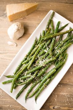 Garlic Butter Parmesan Green Beans - A quick and easy side dish Healthy Side Dishes, Vegetable Side Dishes, Side Dish Recipes, Vegetable Recipes, Vegetarian Recipes, Healthy Recipes, Healthy Sugar, Clean Eating Recipes, Healthy Eating