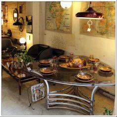 En Valnot podrás encontrar objetos retro, decoración vintage, reciclaje, un taller de restauración, lámparas, muebles, sillas, mesas, cuadros, butacas, cerámica, jarrones y mucho más.