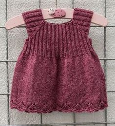 Knitted packs The Effective Pictures We Offer You About baby dress patterns A quality picture ca Diy Crafts Knitting, Easy Knitting Patterns, Knitting Kits, Knitting For Kids, Baby Knitting, Knit Baby Dress, Baby Dress Patterns, Tunic Pattern, Baby Vest