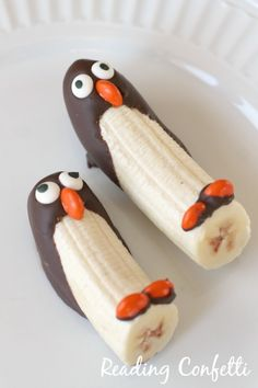 Easy After-School Snacks Your Kids Will Go Wild Over Frozen Banana Penguins are a sweet healthy alternative to ice cream.Frozen Banana Penguins are a sweet healthy alternative to ice cream. Cute Food, Good Food, Yummy Food, Yummy Mummy, Awesome Food, Banana Com Chocolate, Chocolate Dipped, Frozen Chocolate, Melted Chocolate