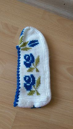 Dfhjhxknfıahajxhbgdprşnd Booties Crochet, Knitted Slippers, Slipper Socks, Crochet Slippers, Cool Socks, Girls Sweaters, Knitting Socks, Diy And Crafts, Projects To Try