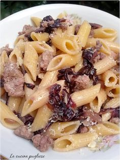 Radicchio and sausage pasta is a recipe with a strong and unmistakable flavor, easy and quick to prepare. It may in fact be the best solution for a last minute dinner, but also the main dish of a roma Sausage Recipes For Dinner, Quick Lunch Recipes, Ground Beef Recipes For Dinner, Easy Chicken Recipes, Sausage Pasta, Asparagus Recipe, Ethnic Recipes, Food, Strong