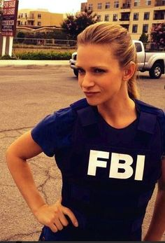 A.J. Cook | Jennifer 'JJ' Jareau  on Set of Criminal Minds  ¸.•`♥¸.•`♥