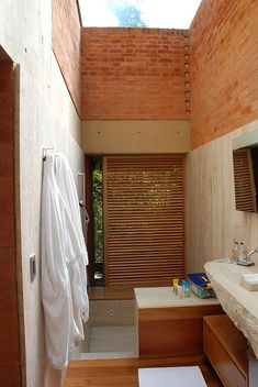 Alberto Kalach House- bathroom, via Flickr.